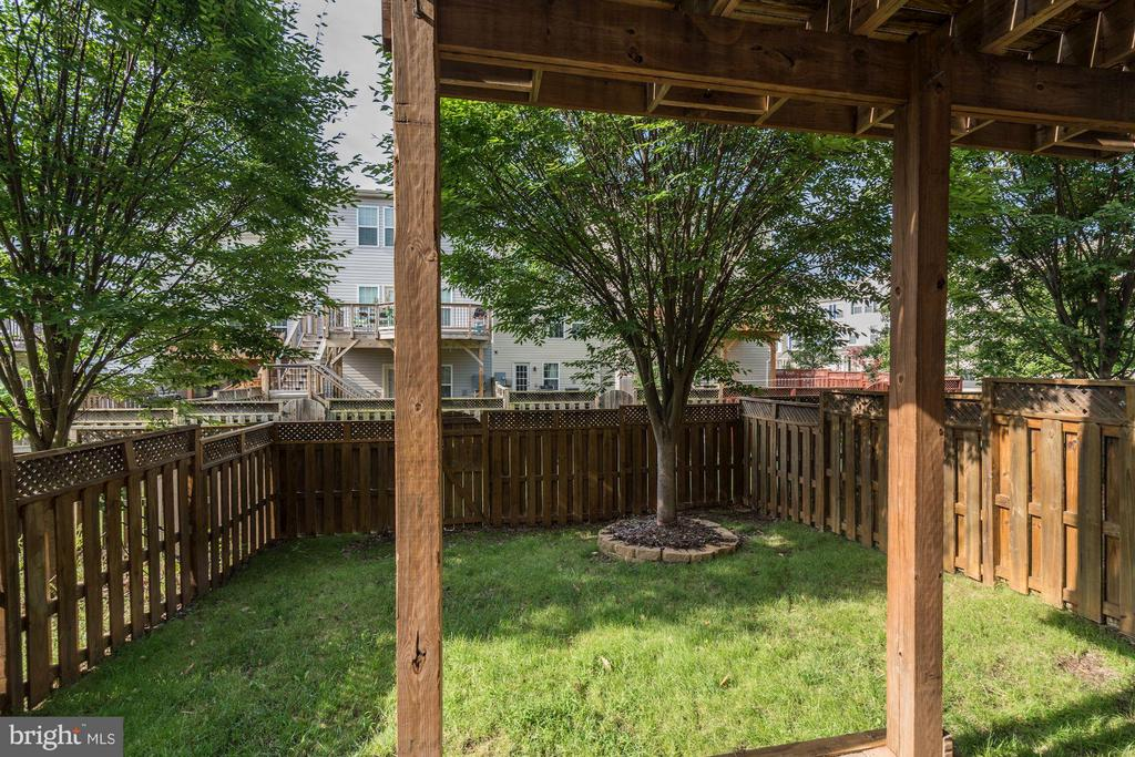LOVELY FENCED IN BACKYARD - 41909 MORELAND MINE TER, ALDIE