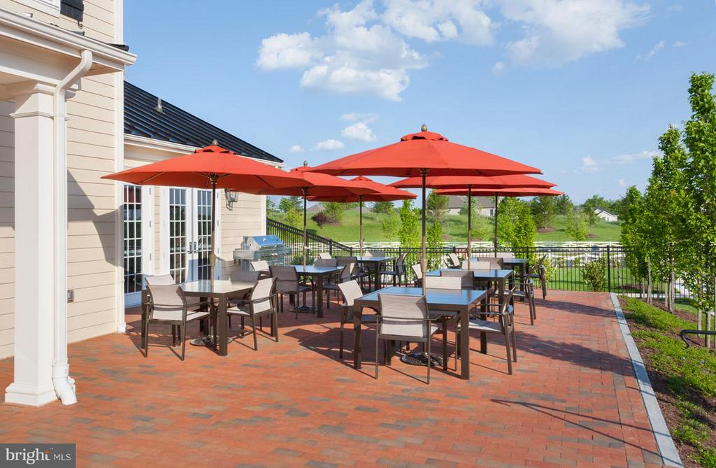 Community Clubhouse~Patio with Seating - 41497 LAVENDER BREEZE CIR, ALDIE
