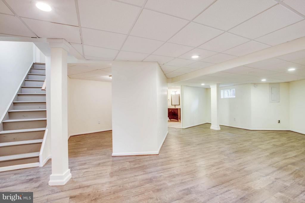 Basement den or rec room - 127 YORKTOWN BLVD, LOCUST GROVE