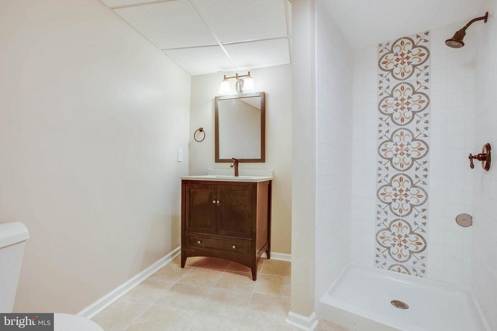 Basement bathroom - 127 YORKTOWN BLVD, LOCUST GROVE