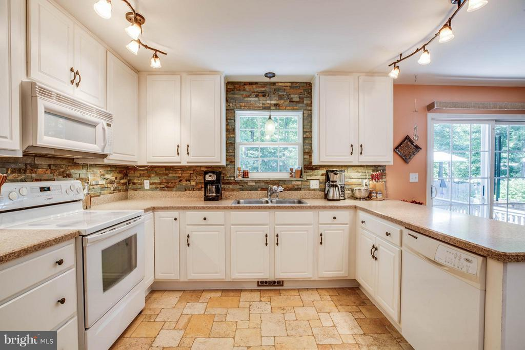 Kitchen - 130 LAND OR DR, RUTHER GLEN