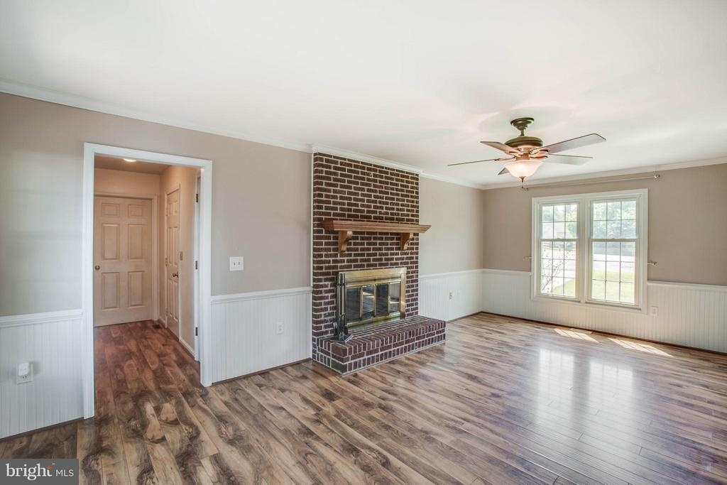Wood Burning Fireplace - 5 STABLE WAY, FREDERICKSBURG