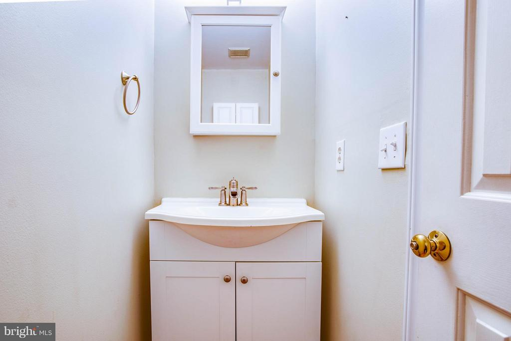 Main Level Half Bath - 5 STABLE WAY, FREDERICKSBURG