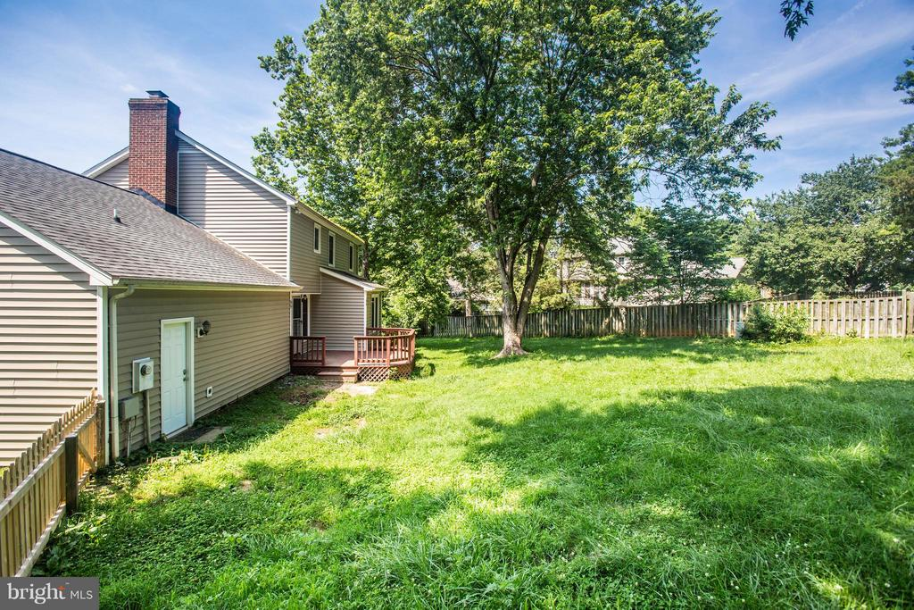 Lush Shaded Yard - 5 STABLE WAY, FREDERICKSBURG