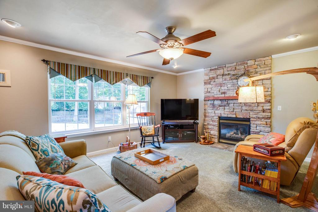 Family Room - 130 LAND OR DR, RUTHER GLEN