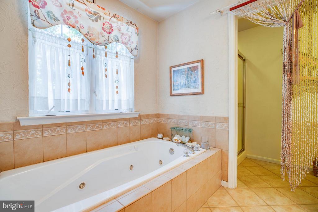 Bath (Master) - 130 LAND OR DR, RUTHER GLEN