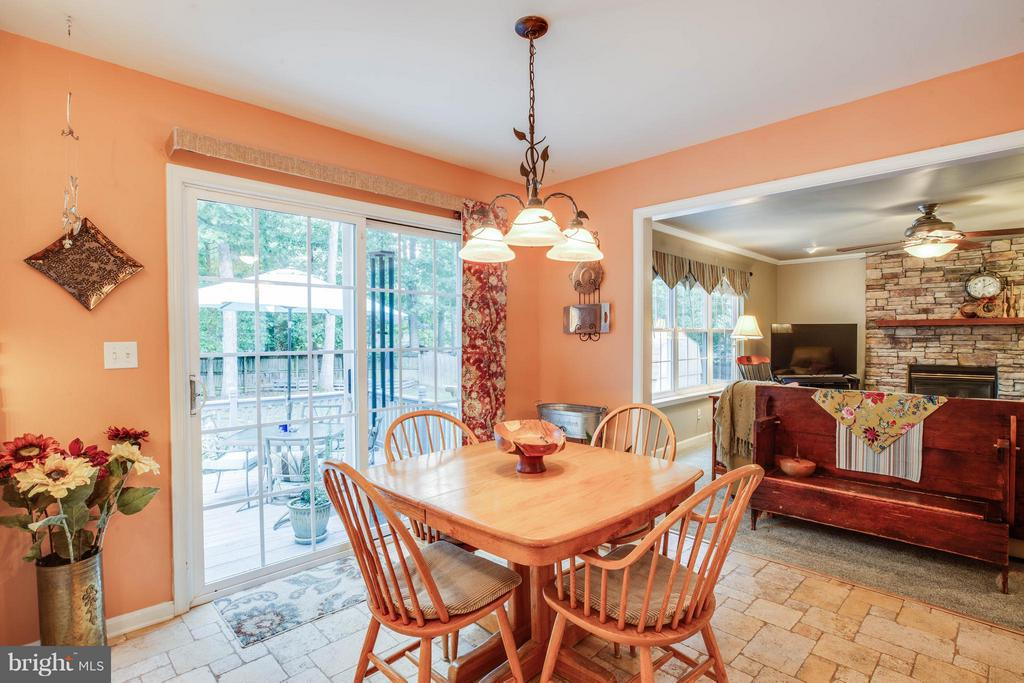 Kitchen Table Space - 130 LAND OR DR, RUTHER GLEN