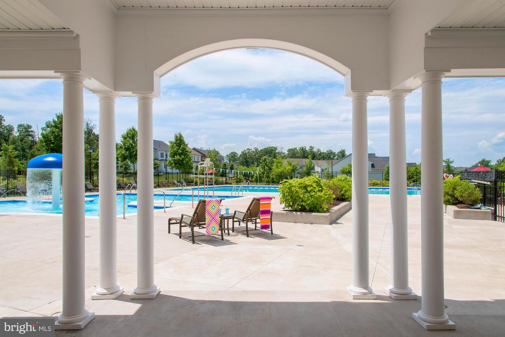 Community Pool with Patio Seating - 23553 HOPEWELL MANOR TER, ASHBURN