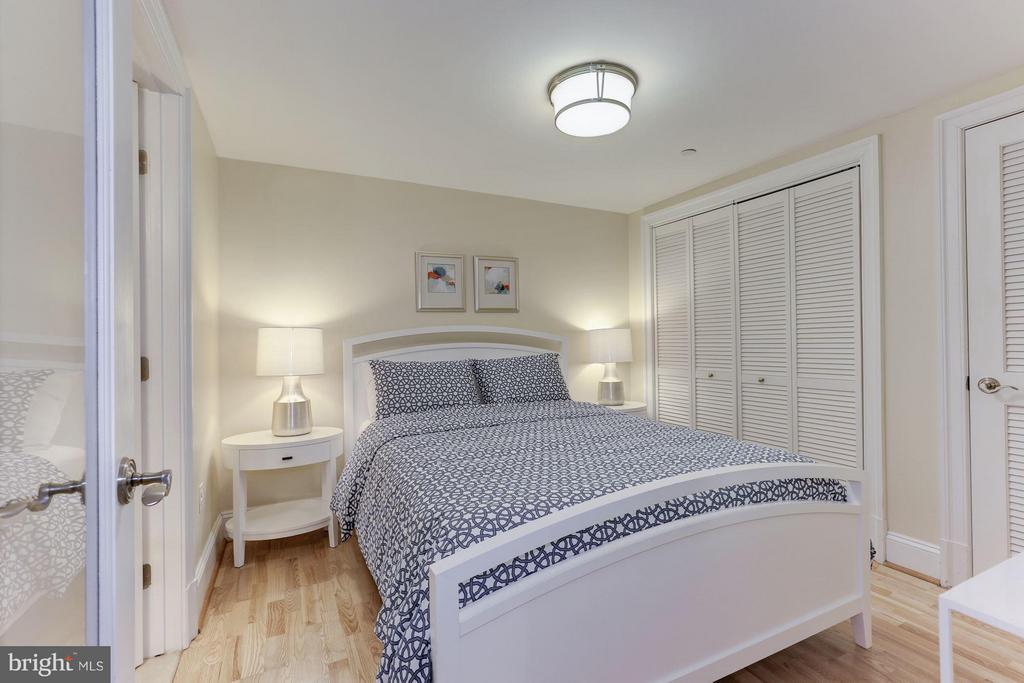 Second bedroom or den with large closet & ensuite - 1830 JEFFERSON PL NW #1, WASHINGTON