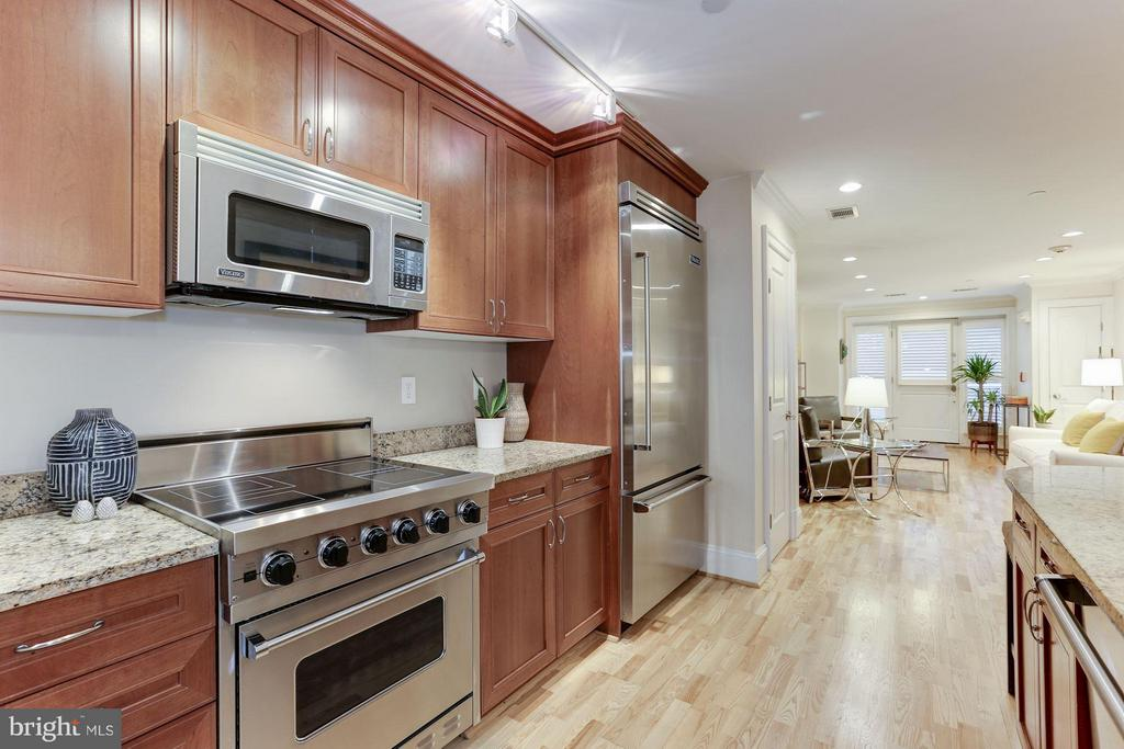 Chef's kitchen with Viking Professional appliances - 1830 JEFFERSON PL NW #1, WASHINGTON