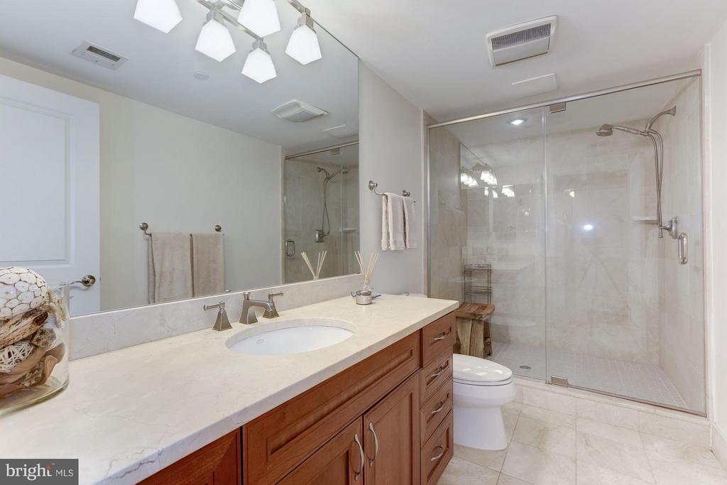 En-suite master bath with large vanity & shower. - 1830 JEFFERSON PL NW #1, WASHINGTON