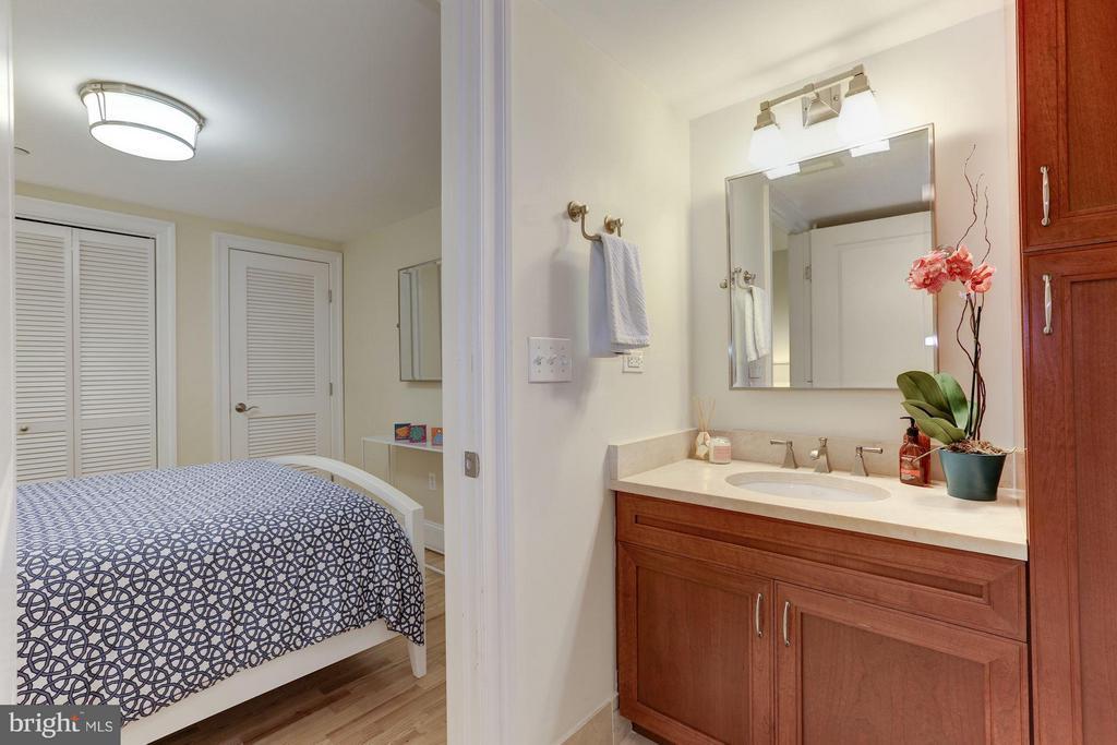 Second Bedroom En-Suite Full Bath - 1830 JEFFERSON PL NW #1, WASHINGTON