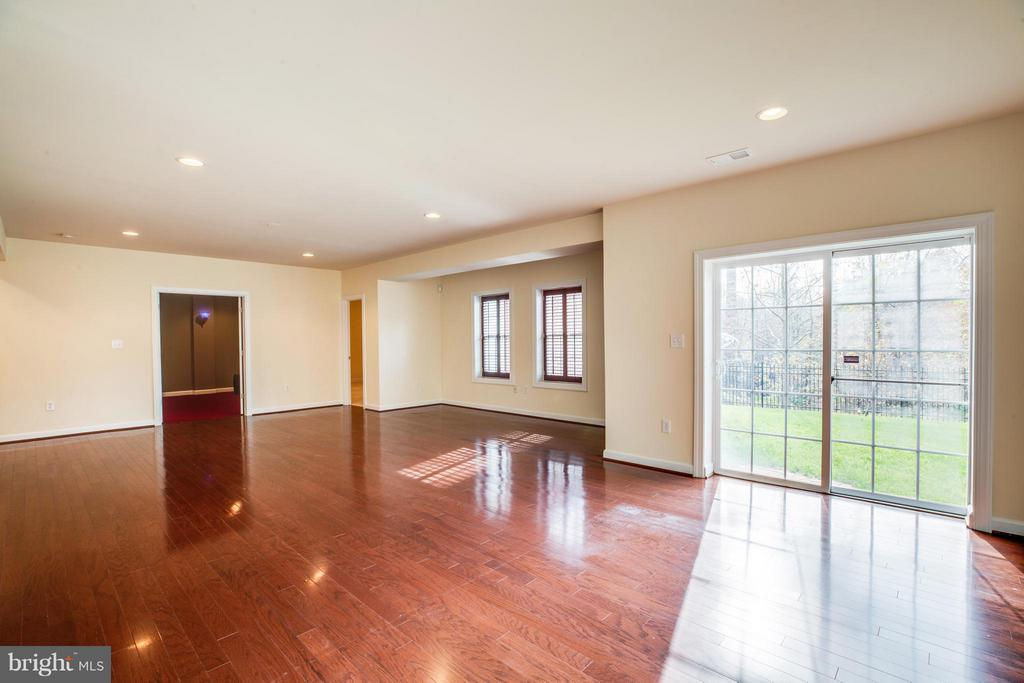 Recreation room with walk out to backyard. - 16585 SPACE MORE CIR, WOODBRIDGE
