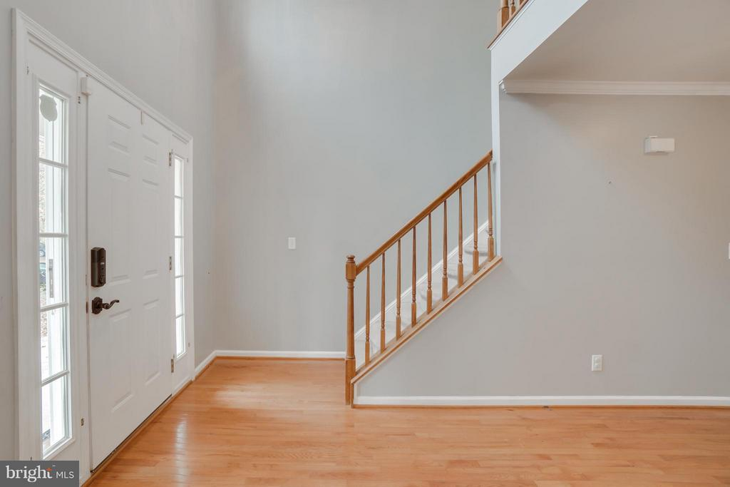 Two story foyer - 60 SAINT ROBERTS DR, STAFFORD