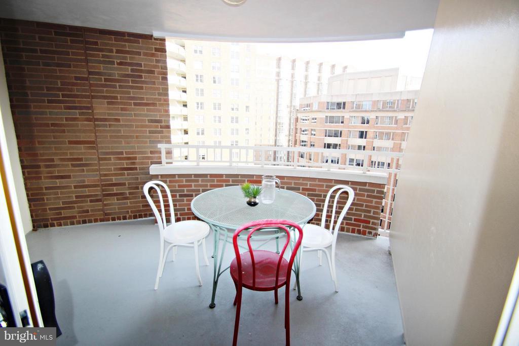Private Balcony - 900 TAYLOR ST #1111, ARLINGTON
