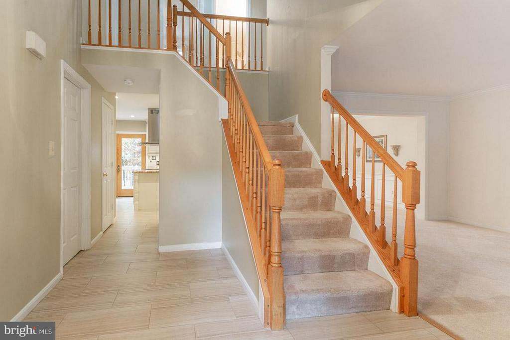 two story foyer - 10565 WINGED ELM CIR, MANASSAS
