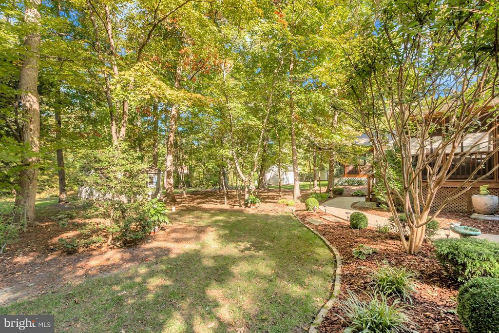Beautiful landscaping accents the home - 316 LIBERTY BLVD, LOCUST GROVE