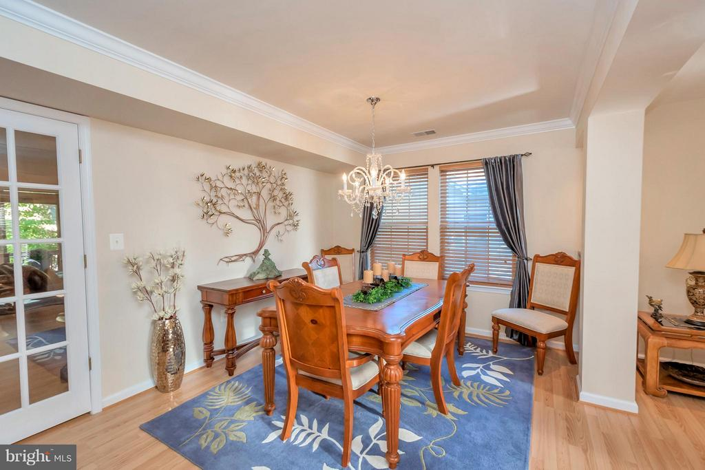 Formal dining w/ access to living and family rooms - 316 LIBERTY BLVD, LOCUST GROVE