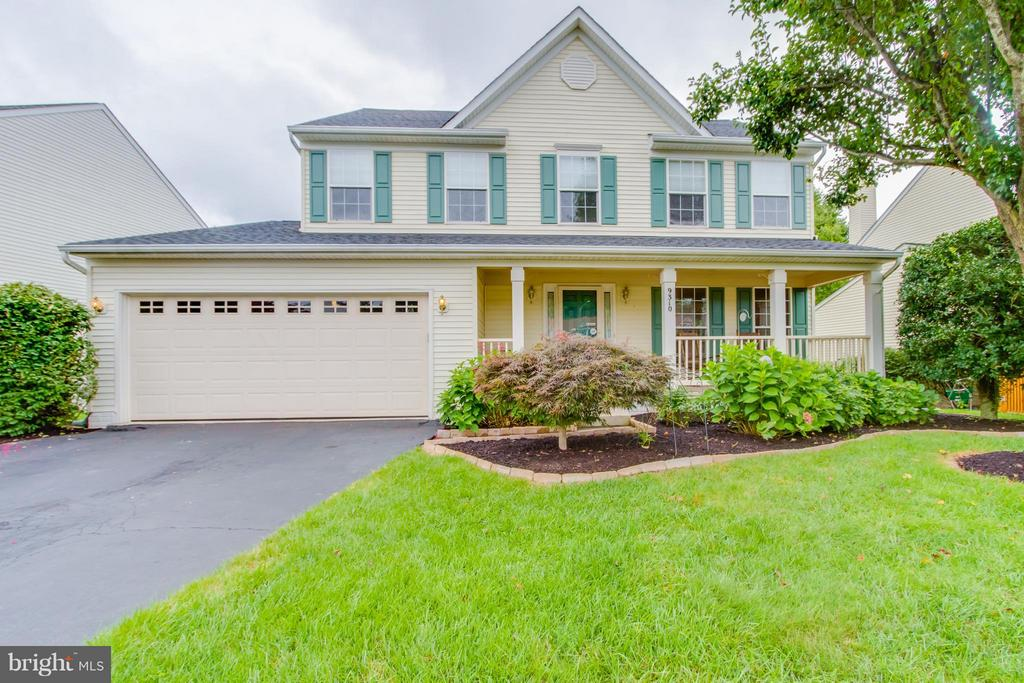 Beautifully Landscaped Front Yard - 9310 SHANNON ST, MANASSAS PARK
