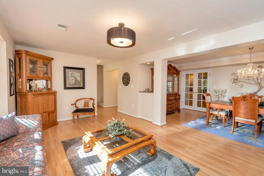 Large living room open to formal dining - 316 LIBERTY BLVD, LOCUST GROVE