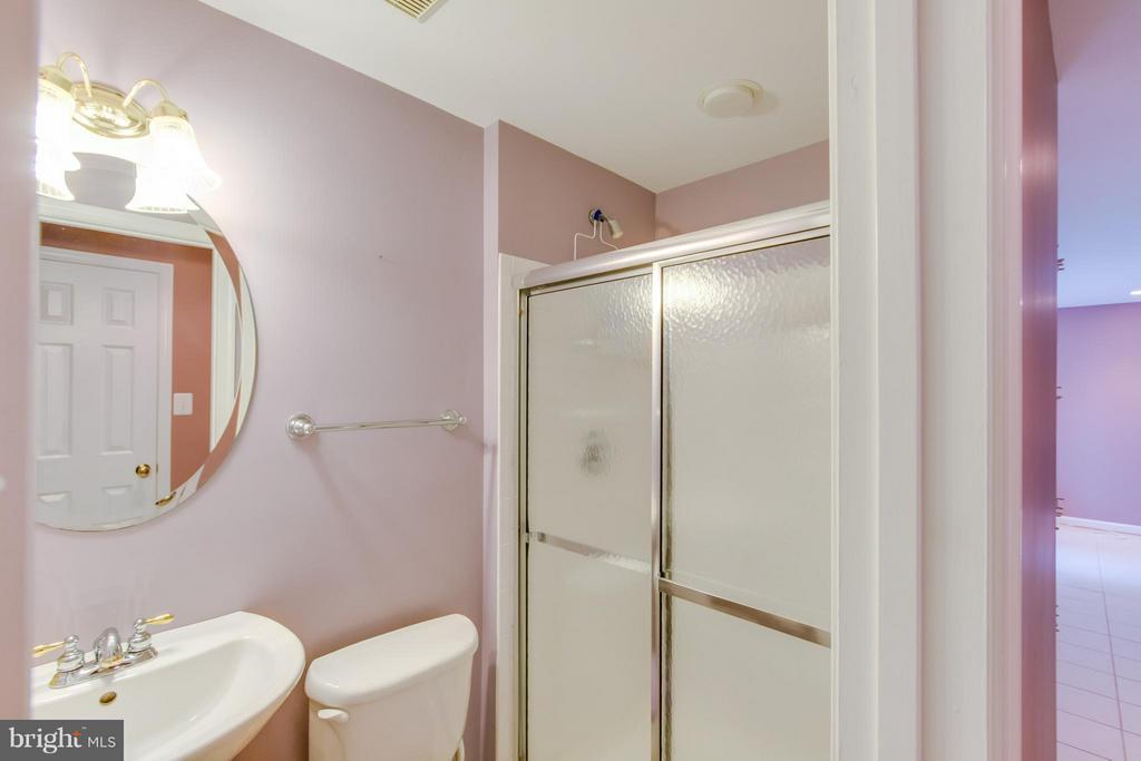 Lower Level Full Bathroom - 9310 SHANNON ST, MANASSAS PARK