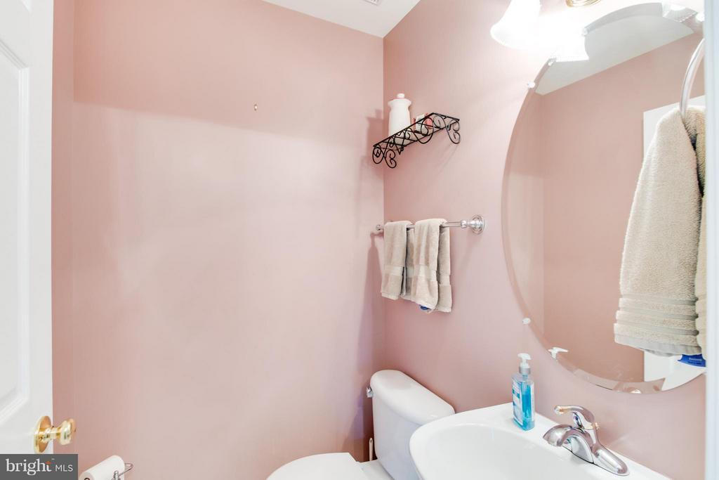 Main Level Half Bath - 9310 SHANNON ST, MANASSAS PARK