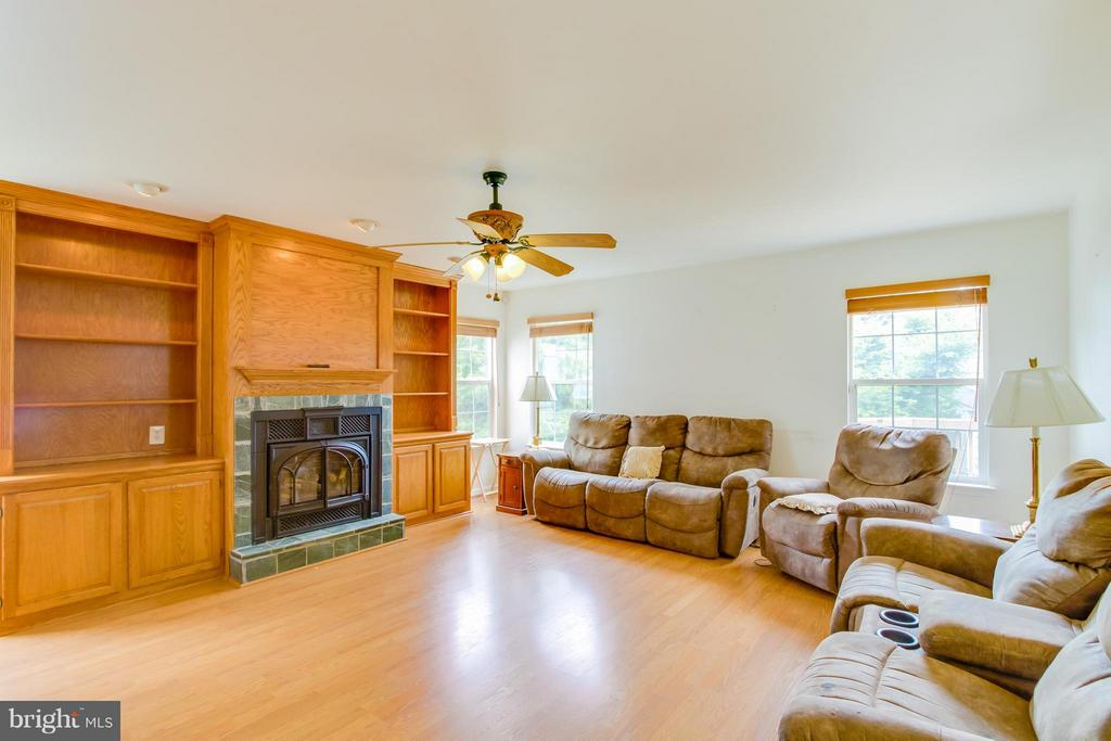 Large Family Room With Gas Log Fireplace - 9310 SHANNON ST, MANASSAS PARK