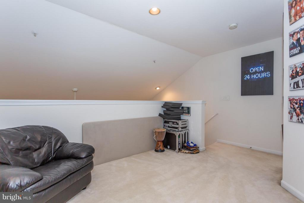 Recessed lighting and half-bath in loft space - 11314 WESTBROOK MILL LN #303, FAIRFAX