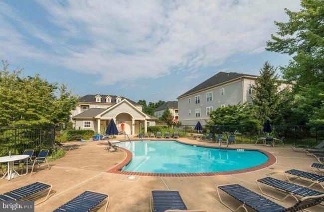 Pool across the street to enjoy in warmer months - 11314 WESTBROOK MILL LN #303, FAIRFAX