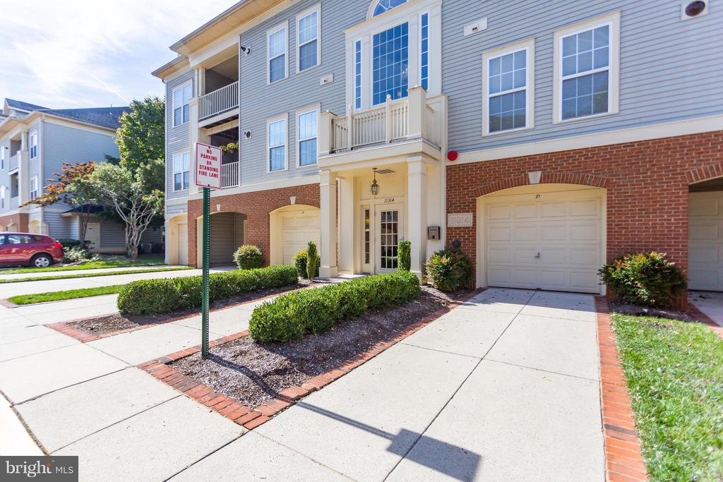 Garage and long driveway convey - 11314 WESTBROOK MILL LN #303, FAIRFAX