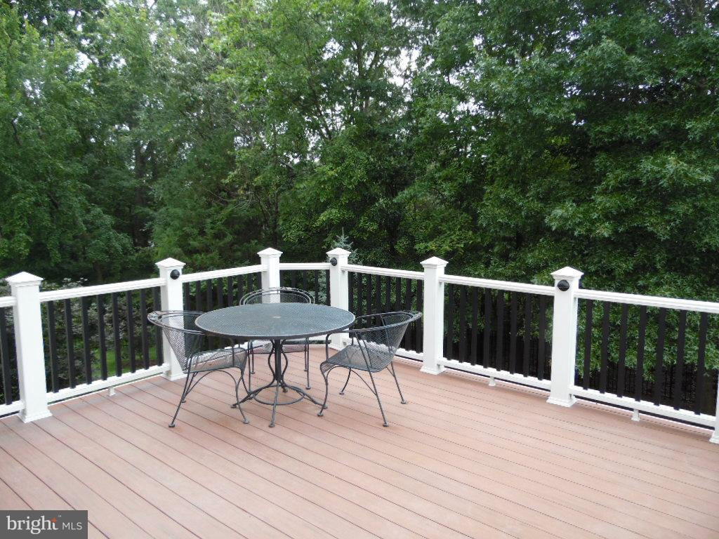 High Quality Azek Deck + 2 Back Yard Patios - 43341 CEDAR POND PL, CHANTILLY