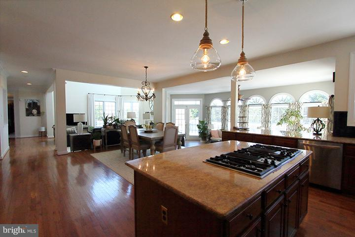 Kitchen overlooking family room and sun room - 40710 JADE CT, LEESBURG