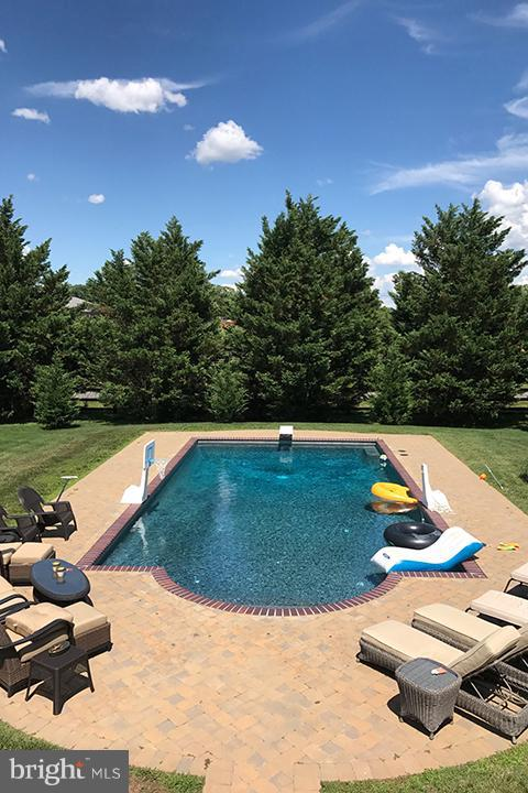 Relax by the salt water pool! - 40710 JADE CT, LEESBURG