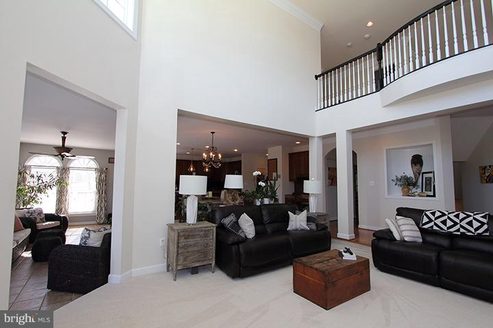 Alt view of family room - 40710 JADE CT, LEESBURG
