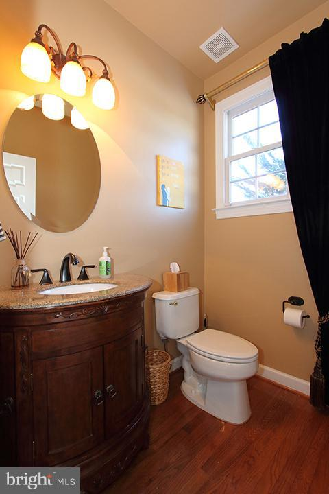 Lower level powder bathroom - 40710 JADE CT, LEESBURG