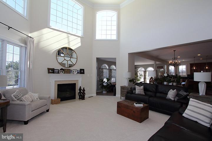 Beautiful sun filled 2 story family room - 40710 JADE CT, LEESBURG