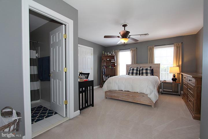 Bedroom #4 with private bath room - 40710 JADE CT, LEESBURG