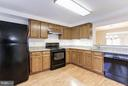 Kitchen is well lit w/ under-cabinet lighting. - 43979 CHOPTANK TER, ASHBURN