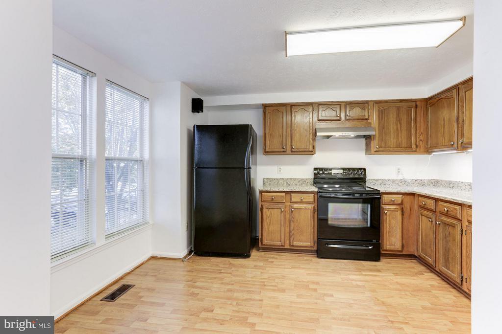 Spacious kitchen has loads of natural light. - 43979 CHOPTANK TER, ASHBURN