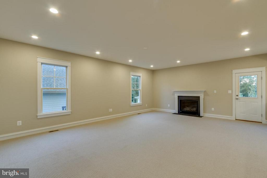 Family Room - 852 3RD ST, HERNDON