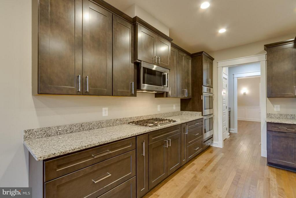 Kitchen - 852 3RD ST, HERNDON