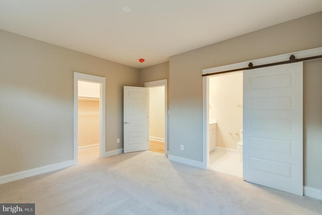 Custom Barn Doors - 852 3RD ST, HERNDON