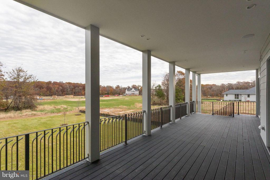 Exterior (Rear) Covered Deck - 40880 BLUE STAR CT, ALDIE