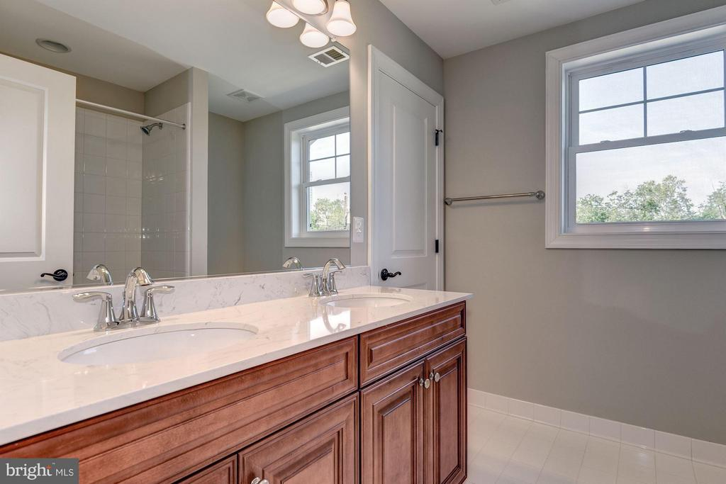 Hall bathroom - 7211 FARR ST, ANNANDALE