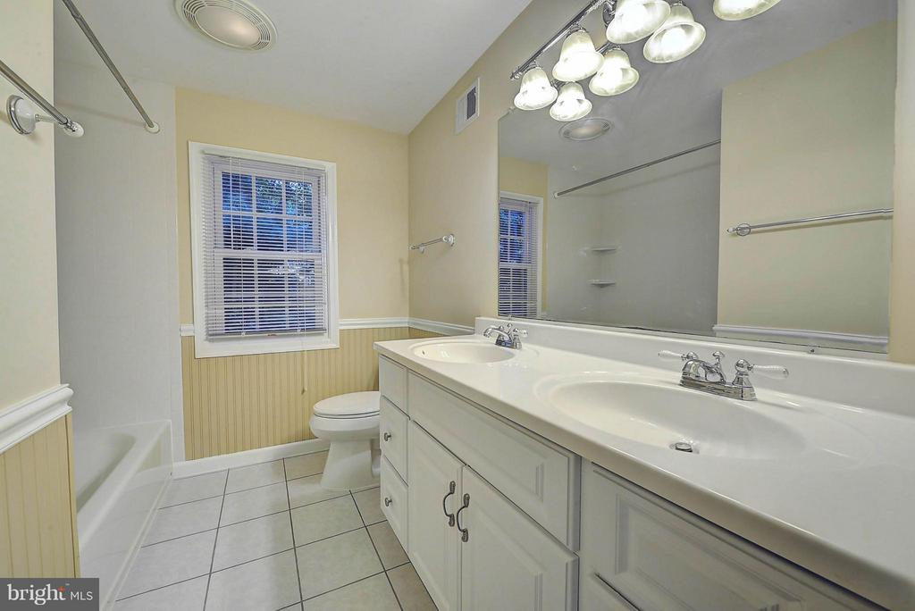 Upper Lv Bathroom - 10854 BURR OAK WAY, BURKE