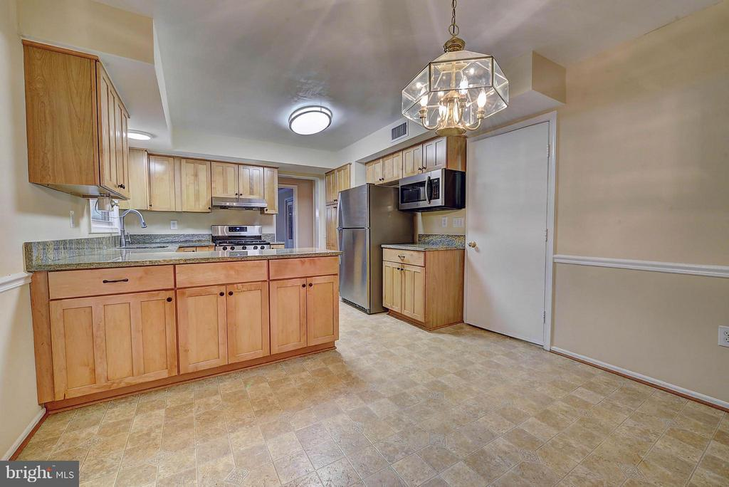 Kitchen - 10854 BURR OAK WAY, BURKE