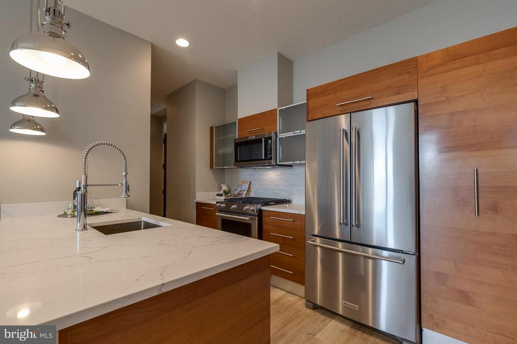Brand New Quartz Counter Tops - 12025 NEW DOMINION PKWY #222, RESTON