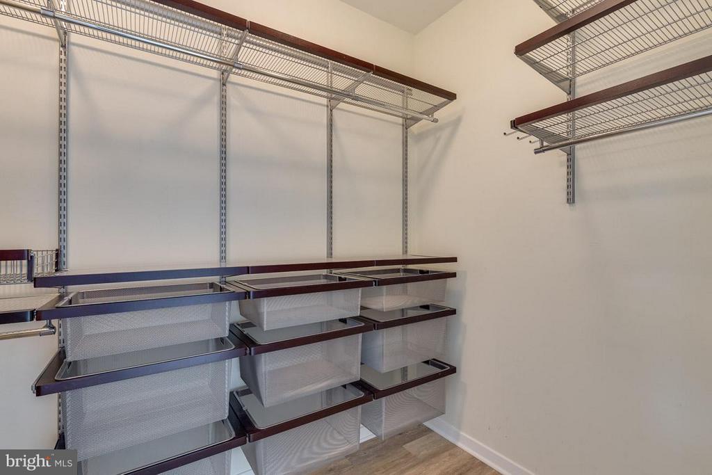 Walk In Closet - 12025 NEW DOMINION PKWY #222, RESTON