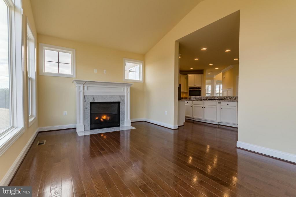 Keeping or Breakfast Room - 208 SAINT ANDREWS CT, WINCHESTER