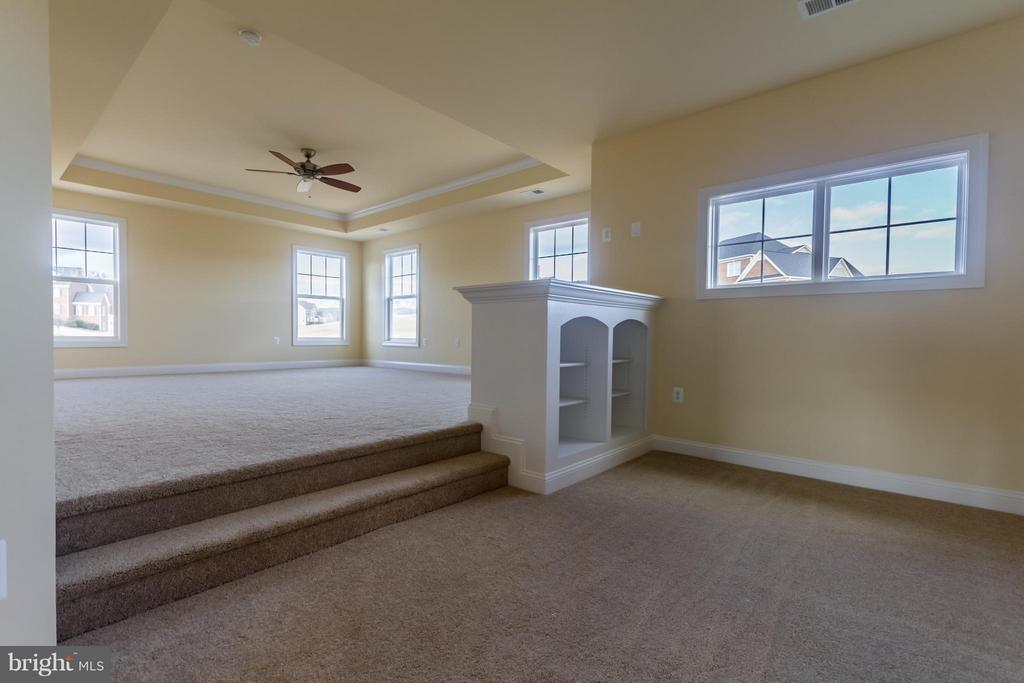 Wonderful Master bedroom layout - 208 SAINT ANDREWS CT, WINCHESTER
